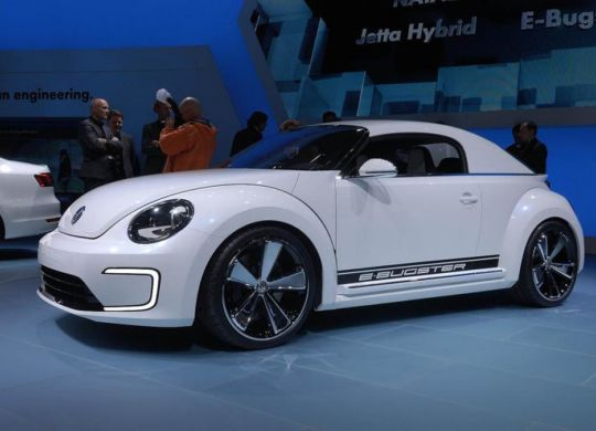 Как может выглядеть электрический Beetle, производитель показал в 2012 году на автосалоне в Детройте (США). Концепт-кар назвали E-Bugster